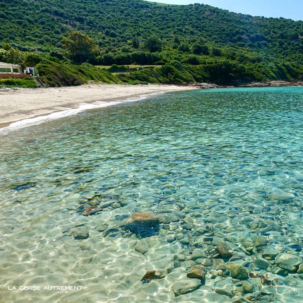 La plage paradisiaque de Menasina en Corse