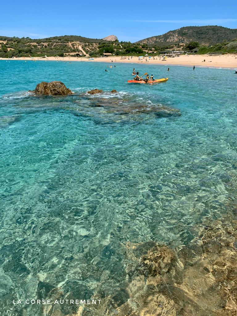 Le café de la plage à Arone, Corse